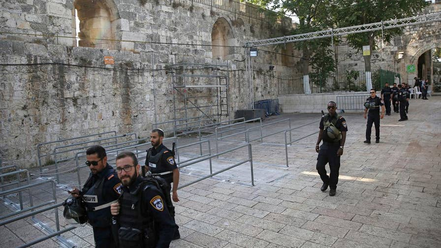 Israel removes all security measures at holy sites