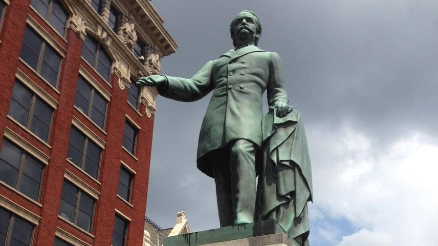 Lexington mayor announces plans to move two Confederate statues; Matt Finn reports