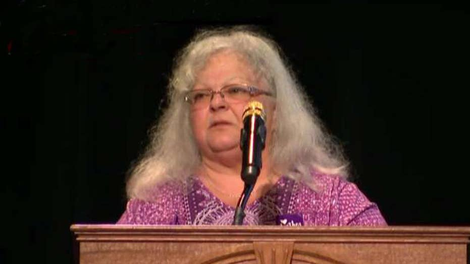Heather Heyer's mom eulogizes daughter at memorial service