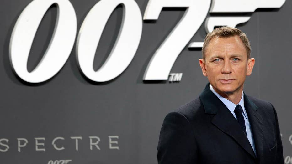 Daniel Craig announces he will return as James Bond