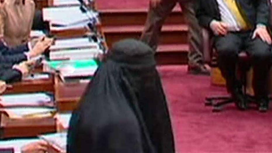 Australian lawmaker wears burqa to parliament
