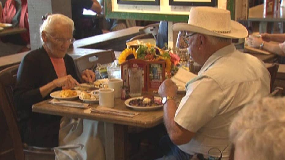 Couple fulfills mission to eat at every Cracker Barrel in US