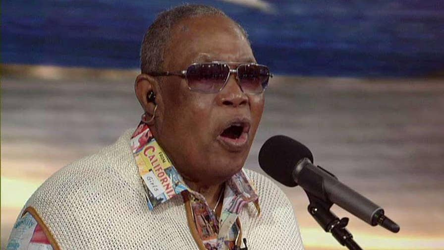 R&B legend performs 'God Bless America' on 'Fox & Friends'