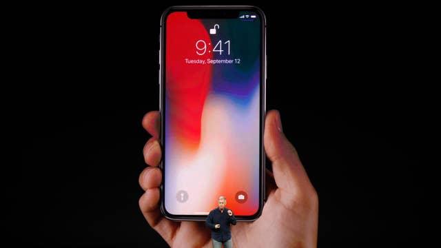 Apple iPhone X: First look at Animojiis