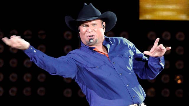 Garth Brooks surprises Indianapolis kids with football camp