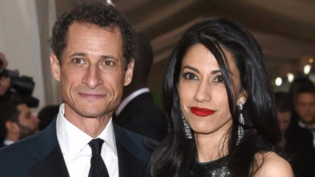 FBI uncovers 2,800 government docs on Weiner laptop, report says