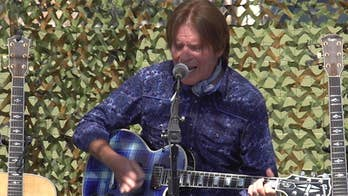 Rock legend John Fogerty helps veterans in Las Vegas