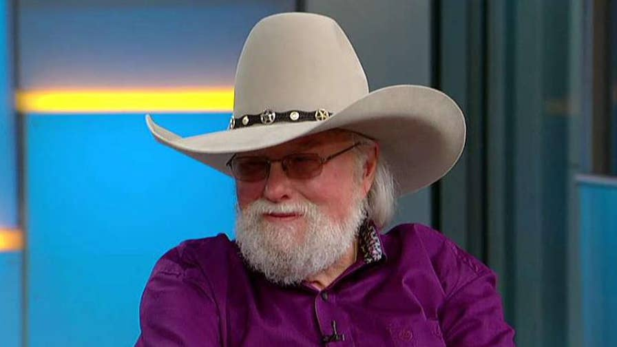 Country music star reflects on his career in 'Never Look at the Empty Seats.'