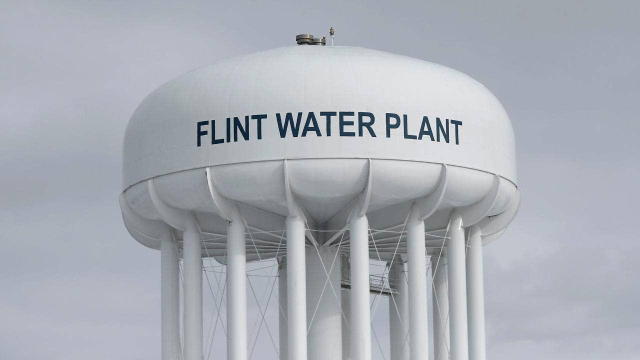 Elon Musk vows to fix Flint water contamination issue