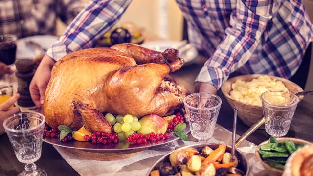 Thanksgiving And Politics How To Keep Your Red Blue Family From Fighting
