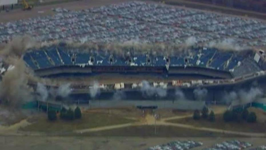 First implosion of Pontiac Silverdome fails miserably