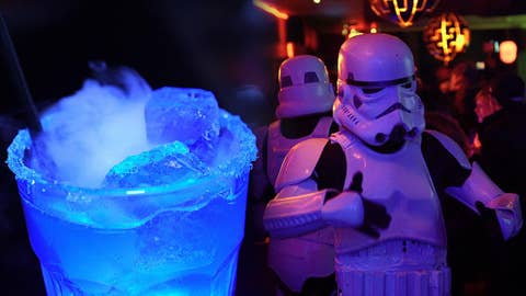Star Wars pop-up bar: Fans embrace the 'Darkside'