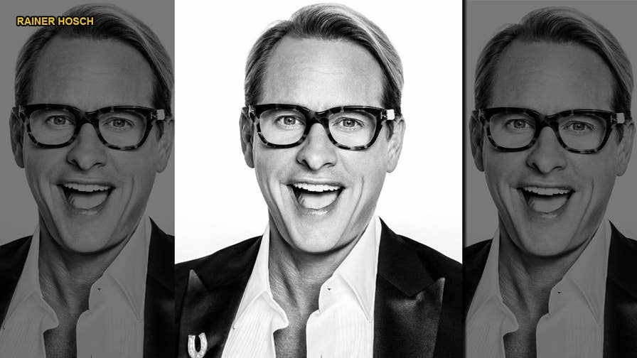 Style guru Carson Kressley shares his do's, don'ts, and must-haves for looking great through the yuletide season.