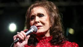 Loretta Lynn denies tabloids' deathbed rumors: 'I'm an inch from taking 'em to Fist City'