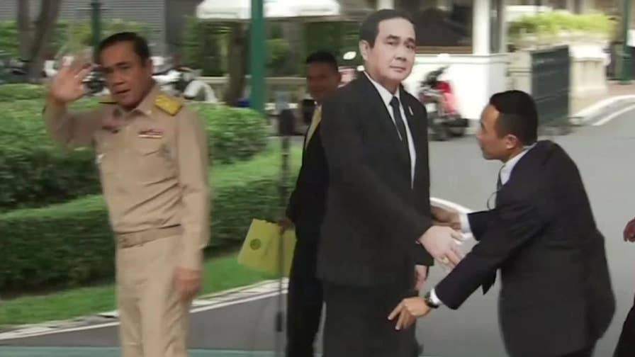 Raw video: Thailand's prime minister uses unique method to avoid questions from journalists.