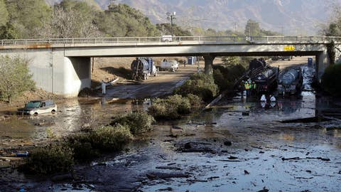 Crews working inch by inch to clear mud off 101 Freeway