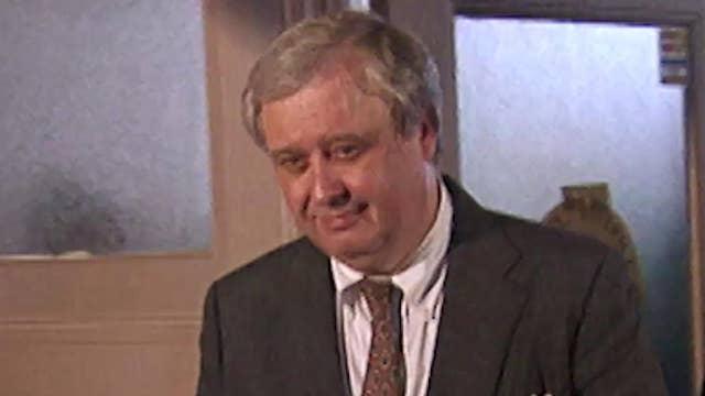'Mob scene' as lawyers for Paula Jones file suit