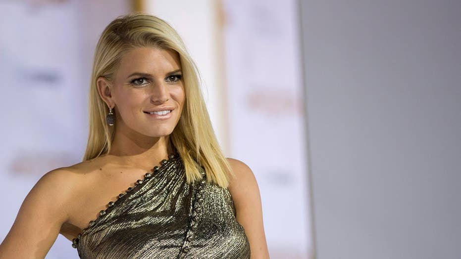 Jessica Simpson sued for posting paparazzi pic of herself