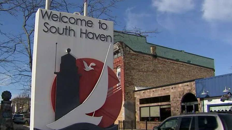What voters in one politically savvy Michigan county expect to hear from the president; senior correspondent Mike Tobin reports from Van Buren County, Michigan.