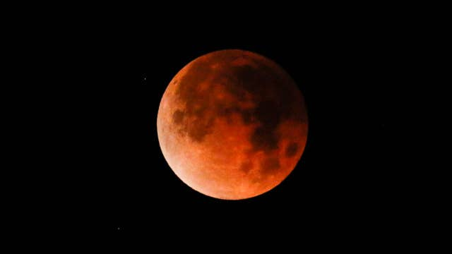Early risers treated to rare super blue blood moon