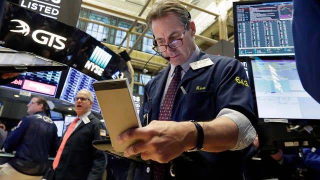 Fifth straight day of 500+ point swings for Dow