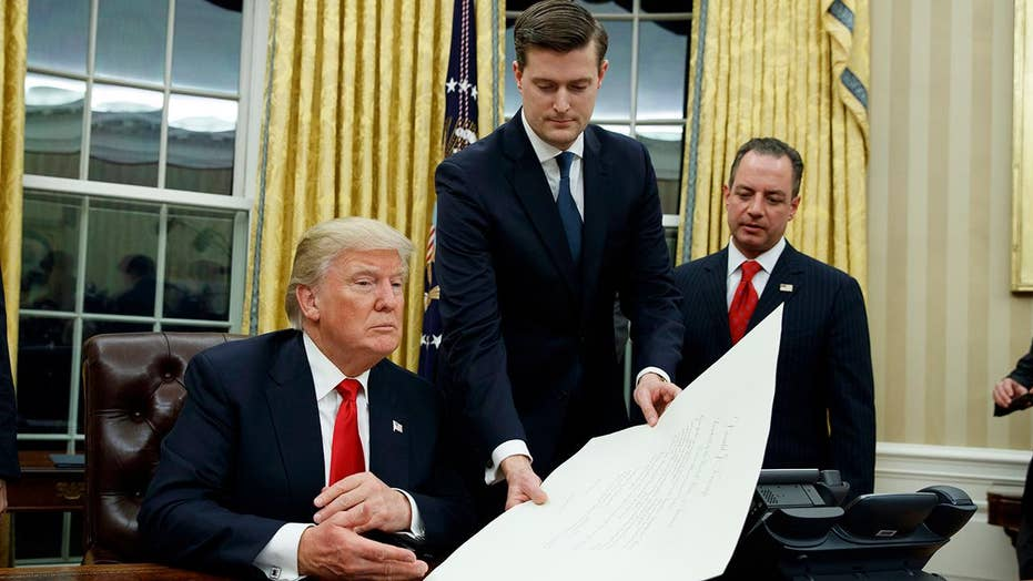 WH faces criticisms over response to Rob Porter allegations