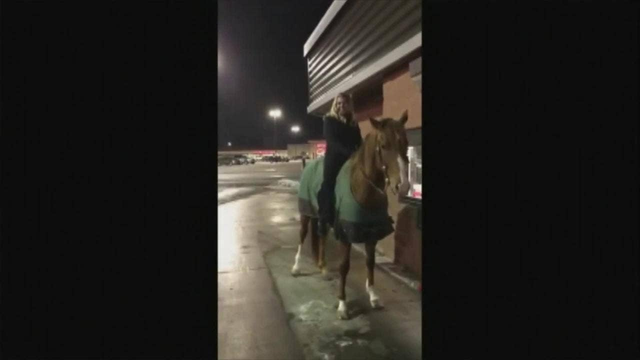 Woman rides horse through Wendy's drive-thru, says it's been on her 'bucket list for years'