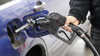 The national average for regular unleaded gas fell again this weekend to $2.53 a gallon.