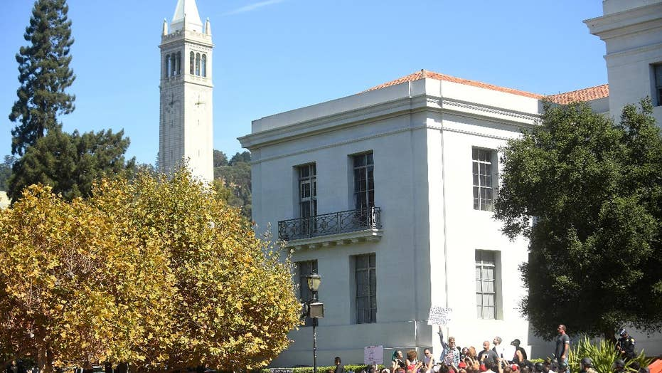 Stanford reverses decision, will allow American flag on