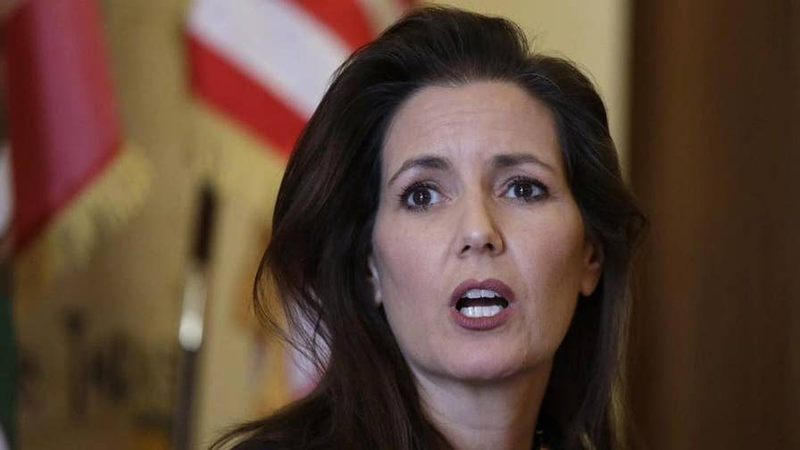 Reaction on 'Hannity' after Oakland mayor warns illegal immigrants about upcoming ICE raids.