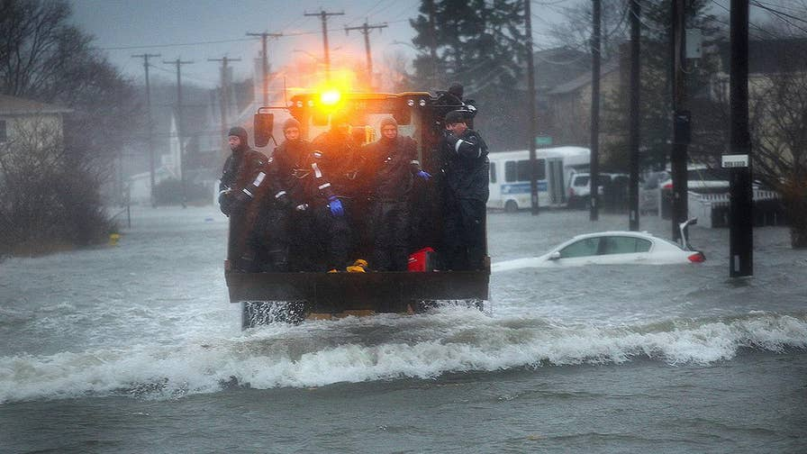 Thousands in Massachusetts without power after nor'easter hits the coast; Bryan Llenas reports on the impact of the winter storm.