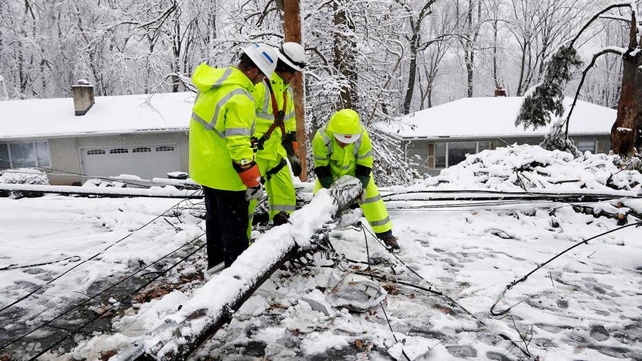 Nor'easter snarls travel, causes power outages in Northeast