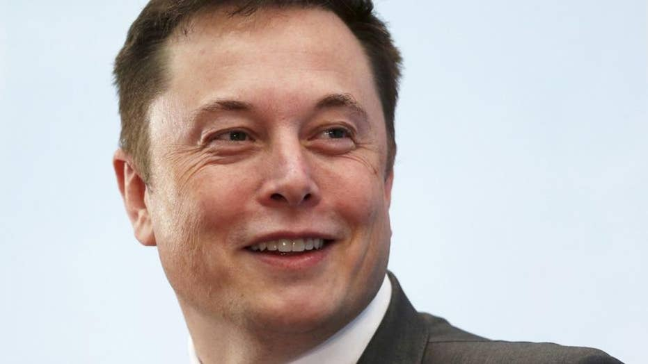 Elon Musk tweets show support for President Trump's tariff