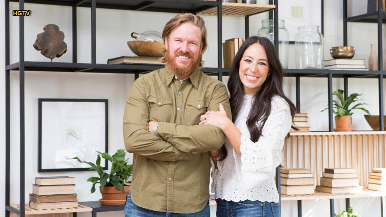 chip and joanna gaines say tearful goodbye to 39 fixer upper 39 as finale airs fox news. Black Bedroom Furniture Sets. Home Design Ideas