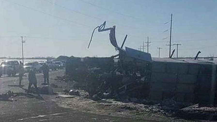 14 people were killed after a bus carrying a junior hockey team collided with a truck; Bryan Llenas shares latest details.