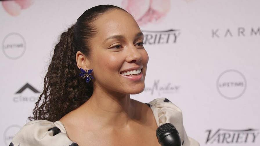 Singer Alicia Keys talks to Fox News about the impact of the #MeToo movement on the entertainment industry and her thoughts on her 'Voice' co-star Kelly Clarkson.