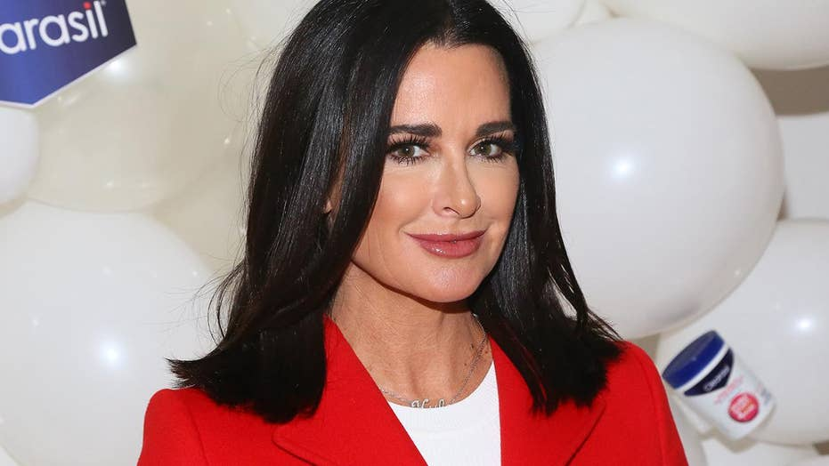 Real Housewives Star Kyle Richards 50 Unveils Bikini Body For