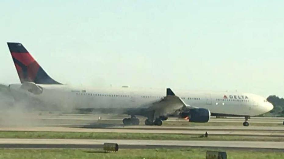 Video shows smoke billowing from Delta plane