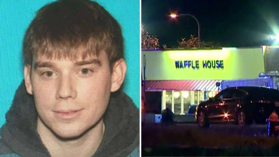 Police have reportedly surrounded Tennessee apartment complex in search for the gunman involved in a shooting at Waffle House; Bryan Llenas shares latest details.