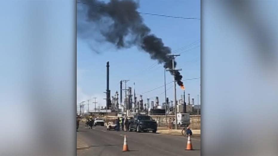 Explosion rocks oil refinery in Superior, Wisconsin