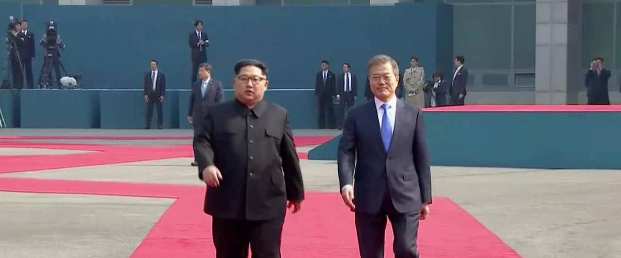 Kim Jong Un, Moon Jae-in readying joint announcement after historic summit