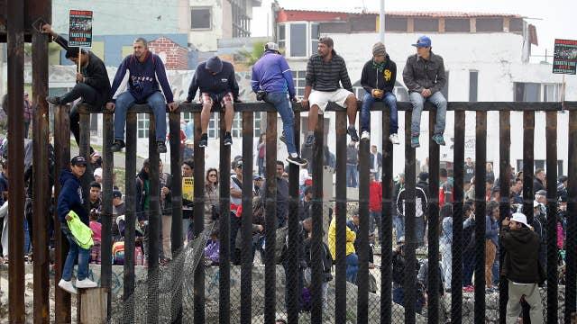 Caravan reaches US-Mexico border in California