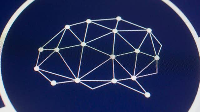 Report: Cambridge Analytica shutting down
