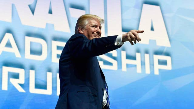 Trump delivers campaign-style rally at NRA convention
