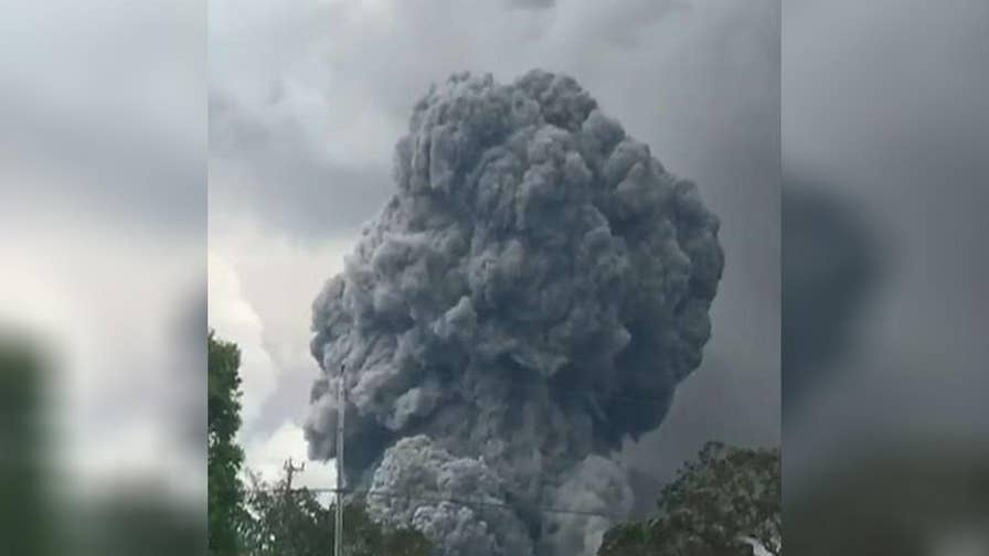 An 'explosive' eruption from Hawaii's Kilauea summit sends plume of ash soaring 30,000 feet into the air; Jeff Paul reports from Pahoa, Hawaii.