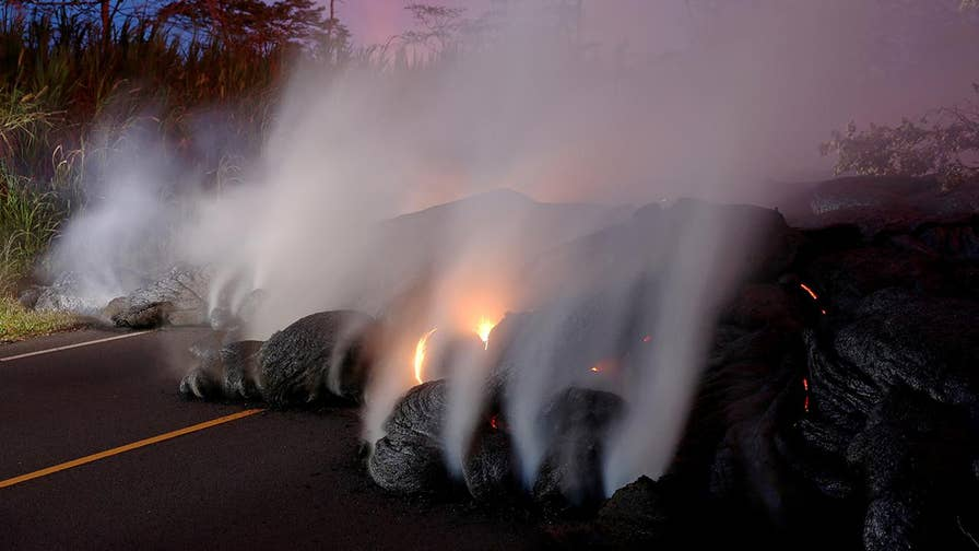 Officials estimate 1,000 residents remain in the lava zone; Jeff Paul reports from Pahoa, Hawaii.