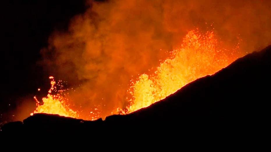 Hawaii volcano: Authorities warn of dangers beside lava