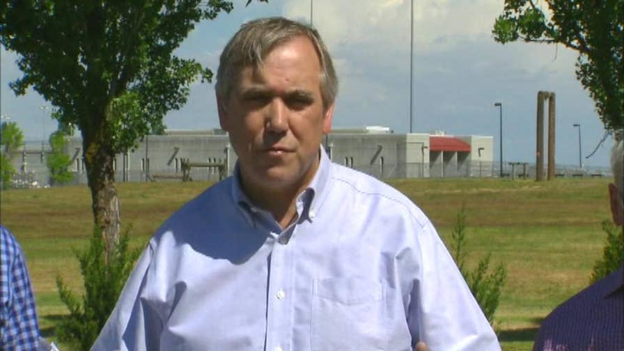 Senator Jeff Merkley speaks on immigration policy and refugees following meeting with ICE detainees.