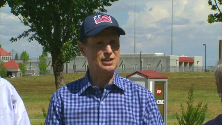 Senator Wyden speaks on immigration policy and treatment following meeting with ICE detainees.