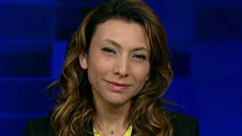 Lili Gil Valletta, CEO and founder of Cien+, sounds off on polls numbers showing Trump's approval rising among Latinos. #Tucker